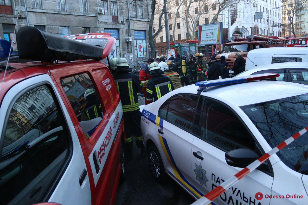 Из-за пожара в центре Одессы не ходят троллейбусы (обновлено)
