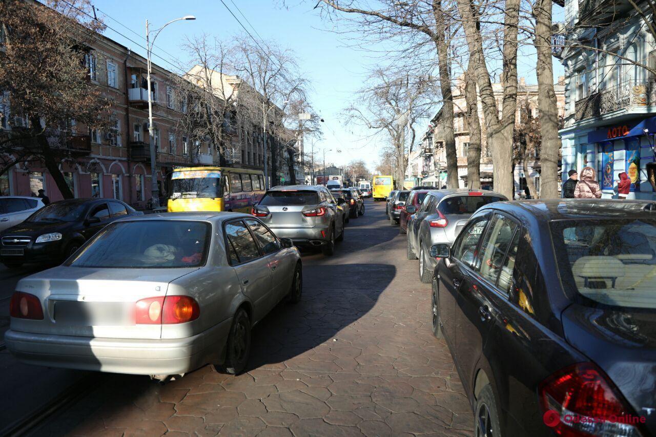 Из-за пожара на Троицкой общественный транспорт изменил маршруты (фото)