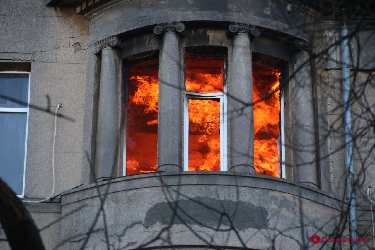 Во время пожара в одесском колледже погибла 17-летняя студентка, а не преподаватель
