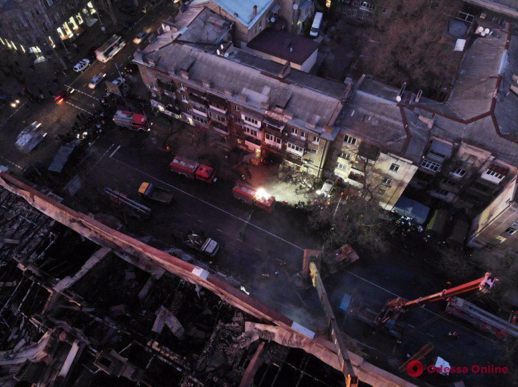 Поисково-спасательные работы в здании на Троицкой будут продолжаться всю ночь