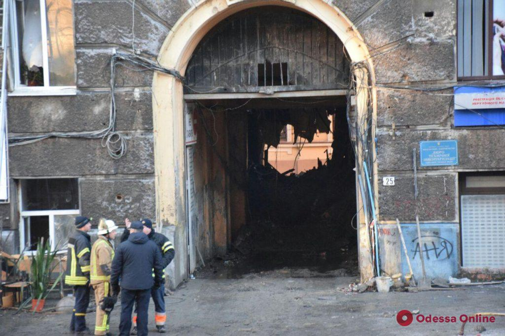 Пожар на Троицкой: ночью никого из пропавших не обнаружили, поисковые работы продолжаются (фото)