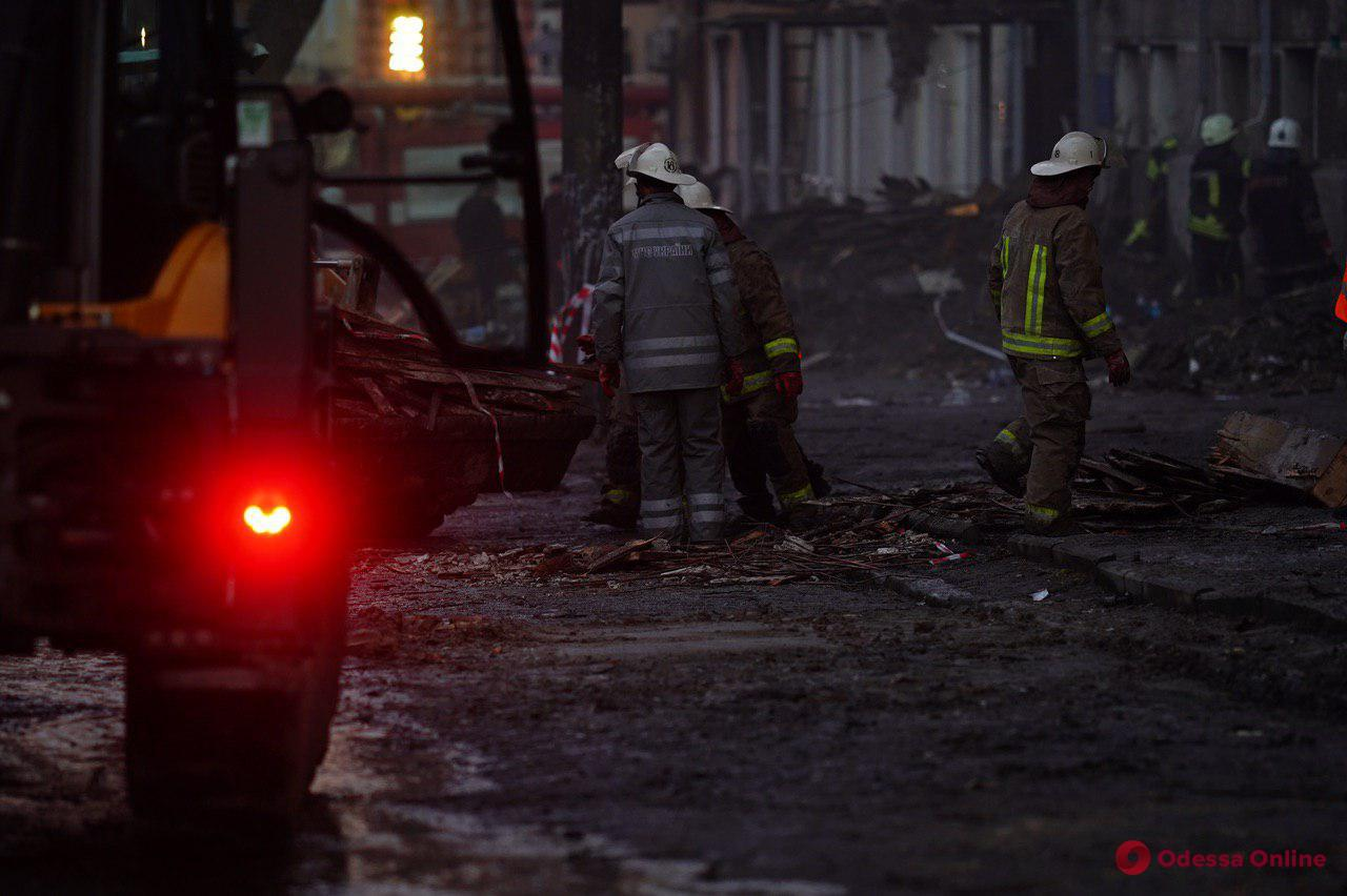 На месте пожара на Троицкой нашли третье тело (видео, обновлено)