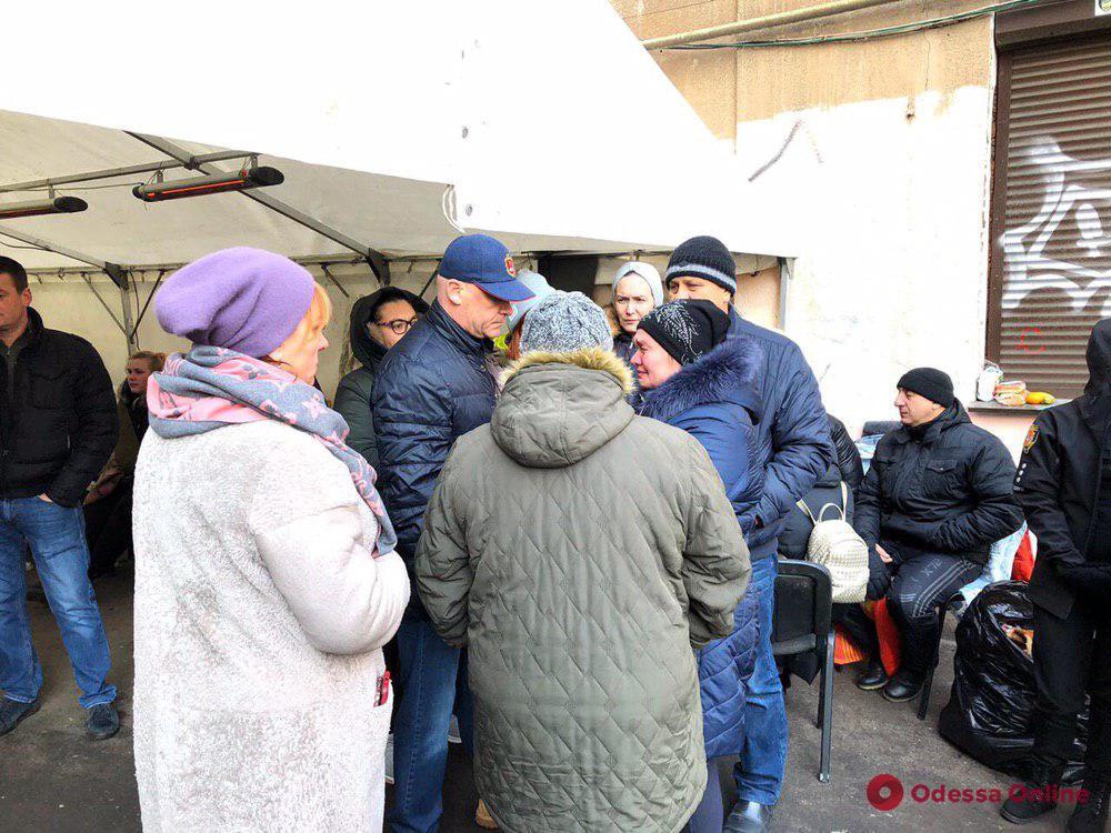 Мэр Одессы контролирует ход поисковых работ на Троицкой (фото, видео)