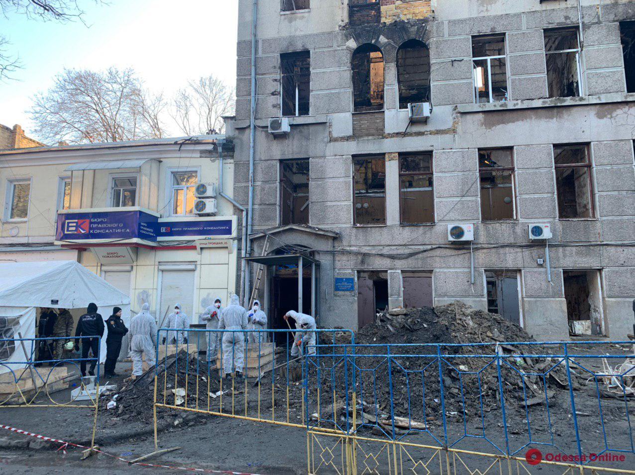 Одесса: погибшим спасателю и преподавателю сгоревшего колледжа присвоят звания Героев Украины
