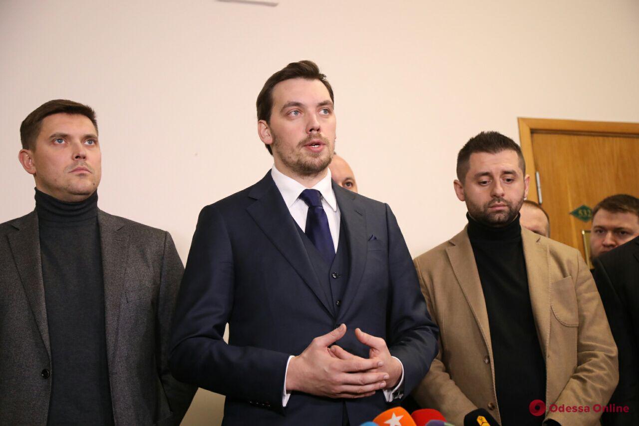 Пожар на Троицкой: Гончарук поручил уволить глав областного департамента образования и ГСЧС