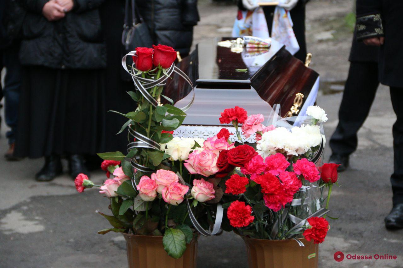 В Одессе проводили в последний путь двух погибших во время пожара на Троицкой студенток