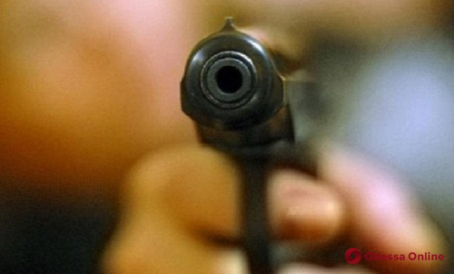 Чтобы избежать уголовного наказания житель Одесской области угрожал застрелить полицейского