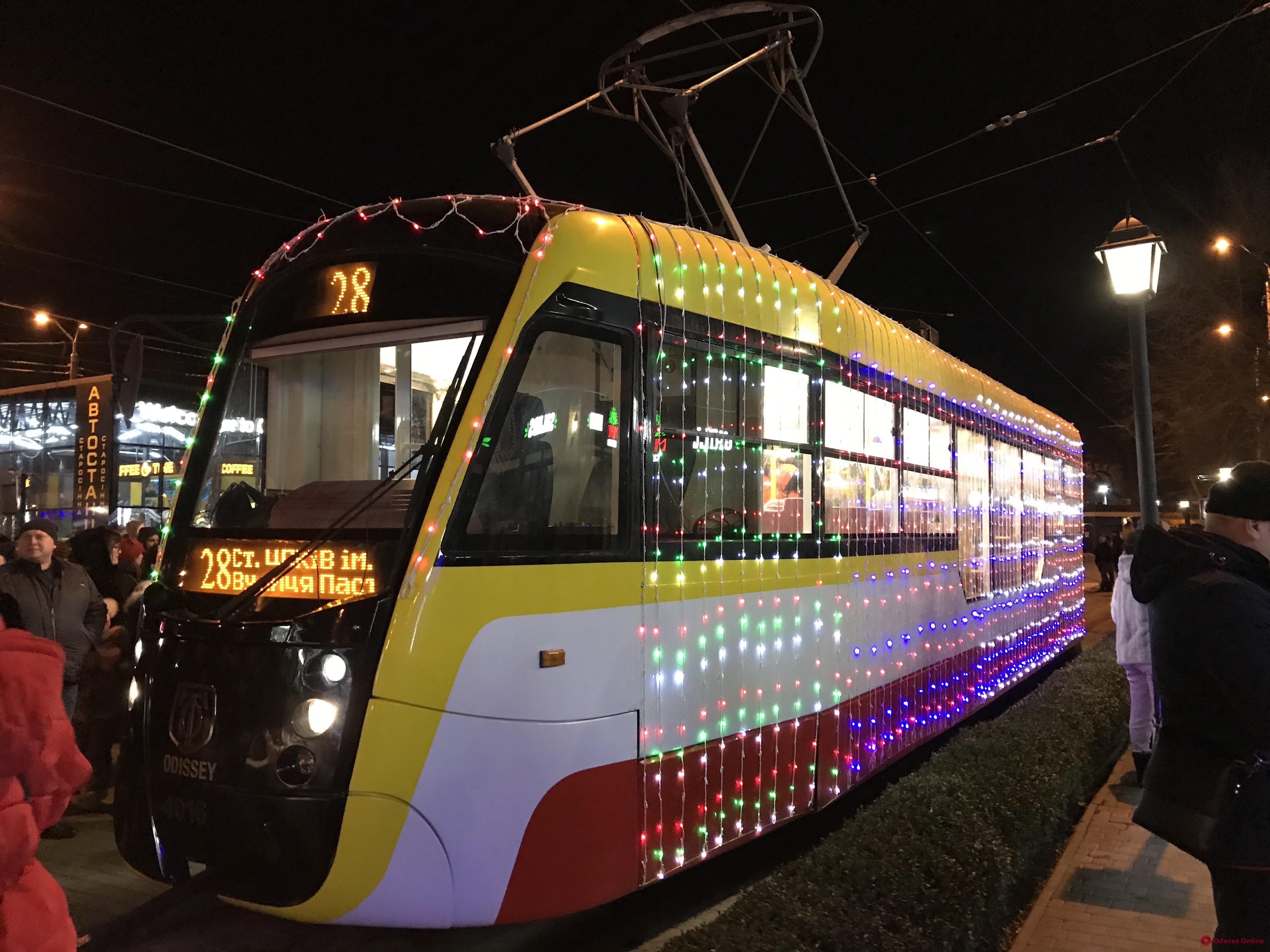 В Одессе прошел рождественский парад трамваев (фото, видео)