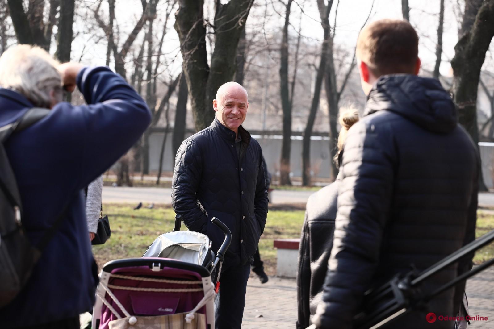 Мэр Одессы прогулялся по зоопарку (фото)