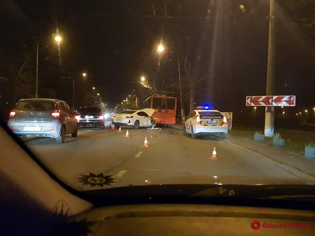 В Одессе Honda врезалась в троллейбус
