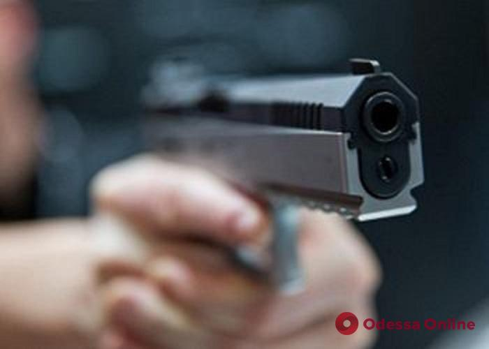В Одессе вооруженные разбойники напали на продавца магазина