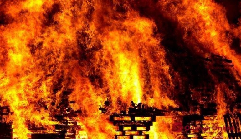 Под Одессой на пепелище нашли труп