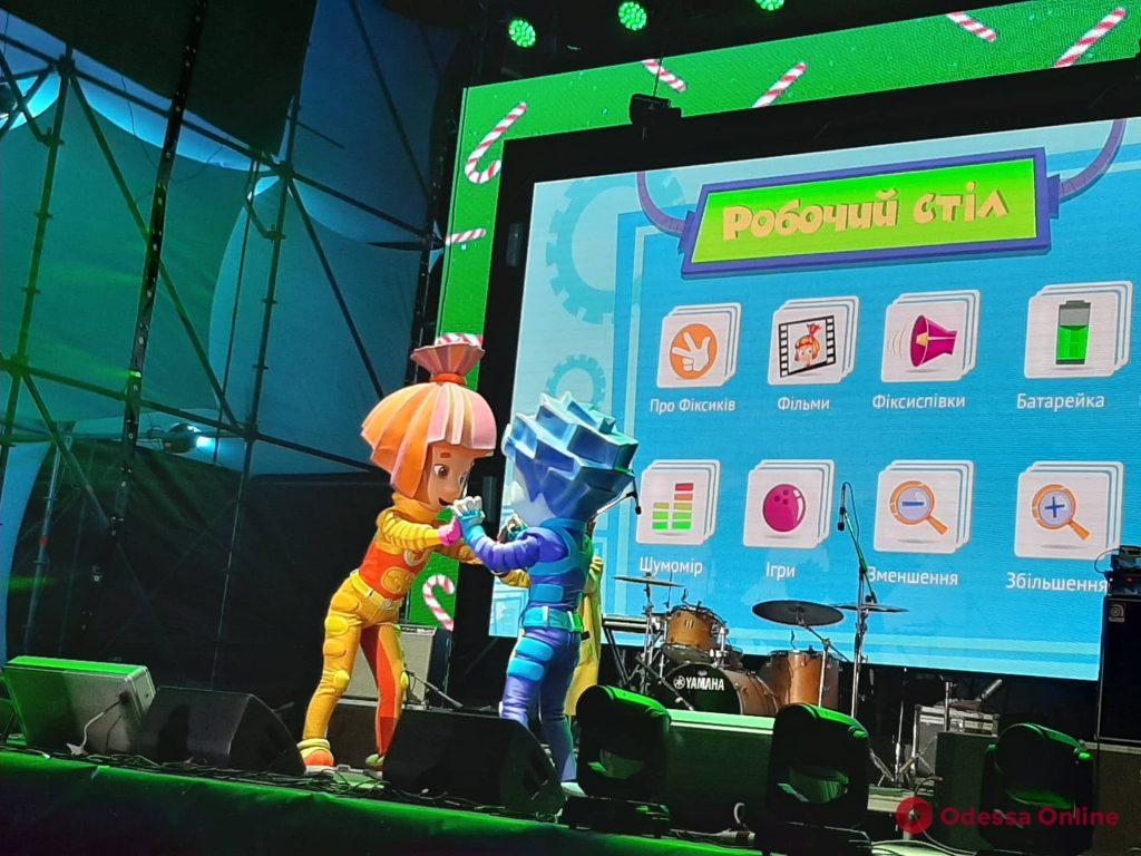 Проекционное шоу и концерт: в Одессе состоялся праздник для детей (фото)