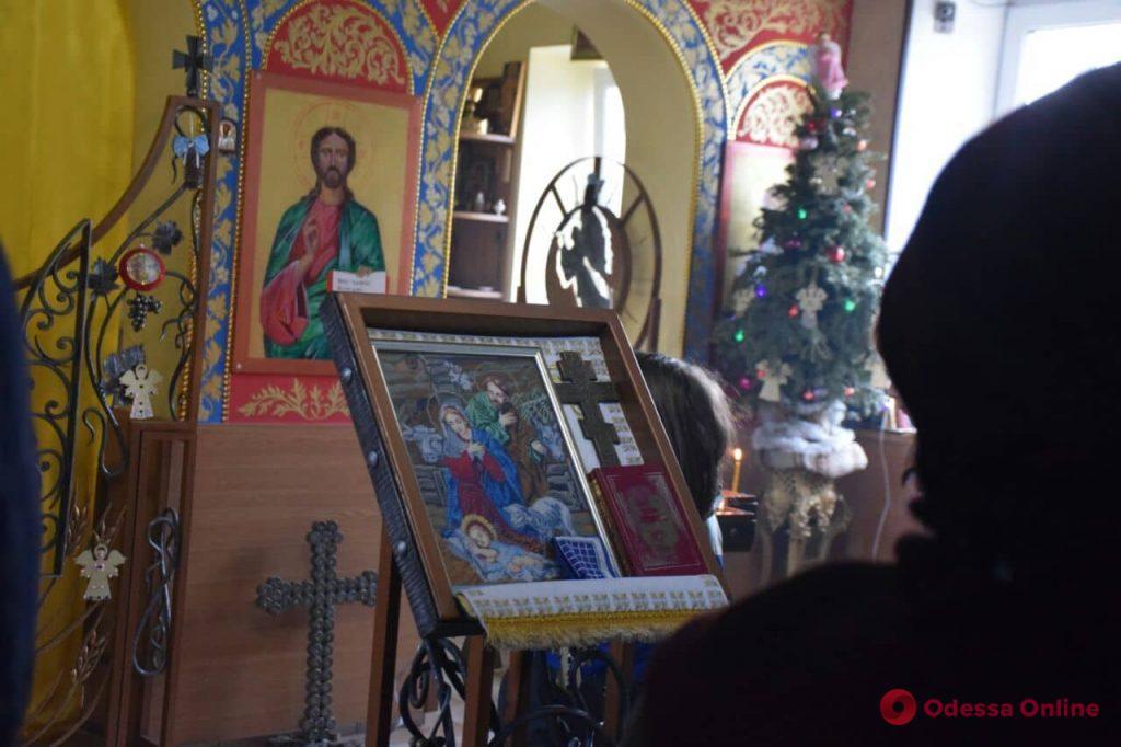 Рождественское утро в одесском храме (фоторепортаж)