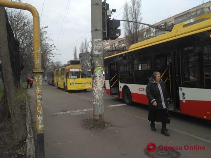 ДТП на площади Толбухина заблокировало движение троллейбусов (фото)