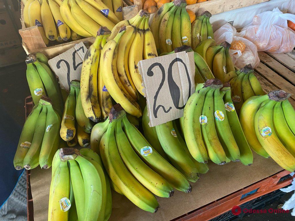 Физалис, хурма и бананы: воскресные цены на Одесском «Привозе»