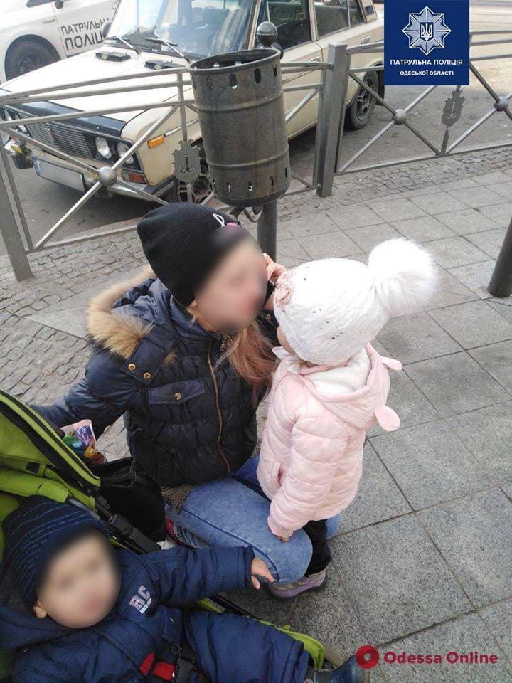 В Одессе патрульные вернули маме 3-летнюю дочь