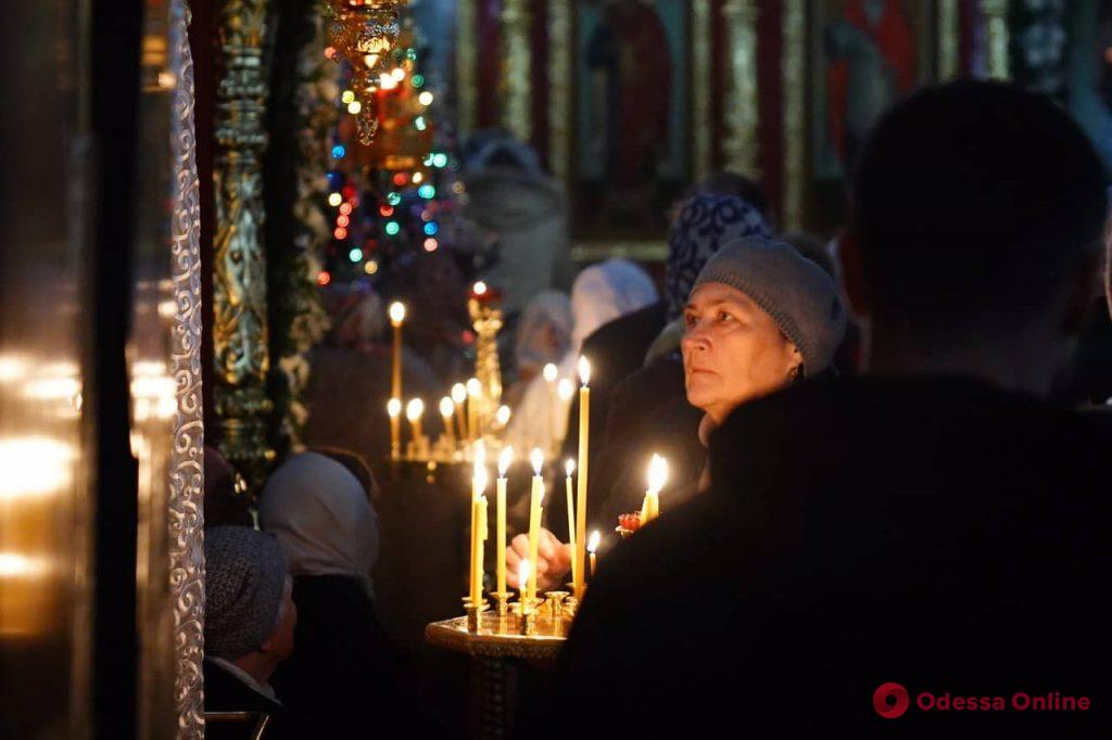 В Одессе начались рождественские богослужения (фоторепортаж)