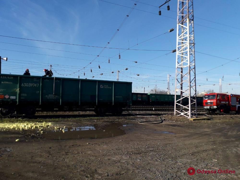 В Одесской области задымился грузовой поезд с серой