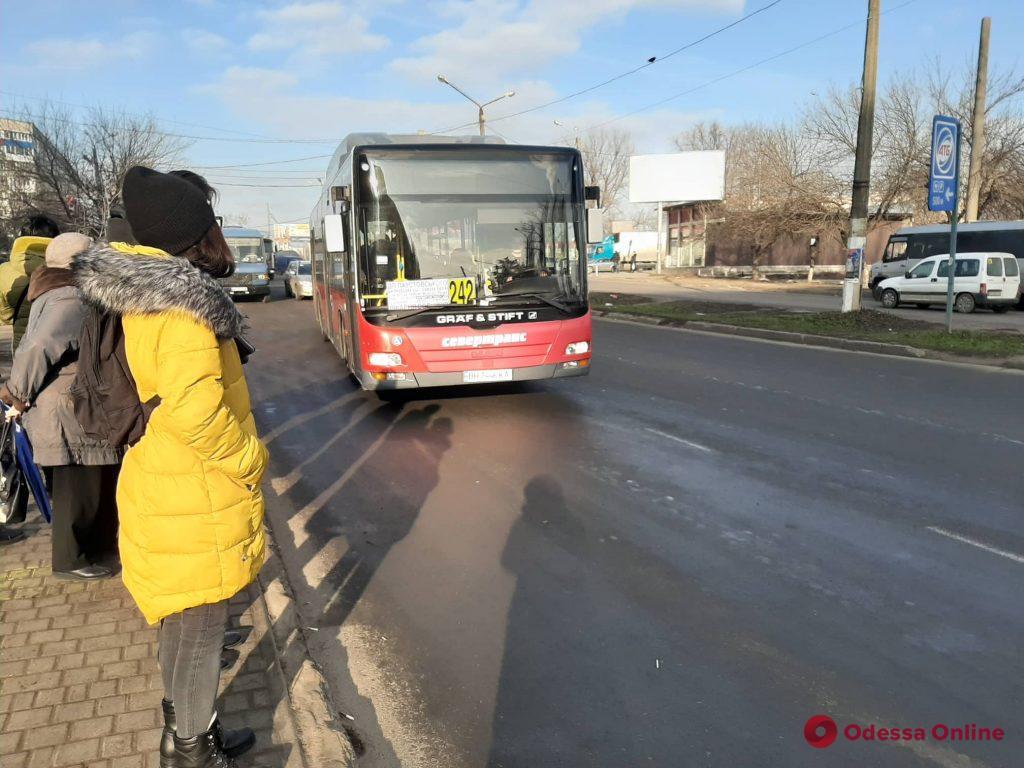 С Таирова на поселок Котовского можно добраться новыми комфортабельными автобусами (фото)
