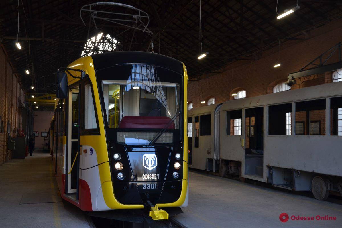 В Одессе собрали еще один трамвай «Одиссей»