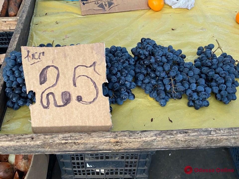Кумкват, ананас и виноград: воскресные цены на одесском «Привозе»