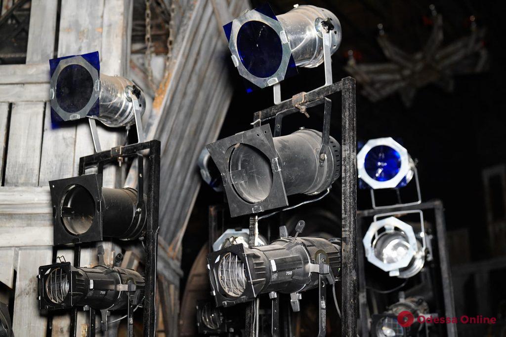 Ночная таинственная прогулка по закулисью Одесского театра музыкальной комедии (фоторепортаж)