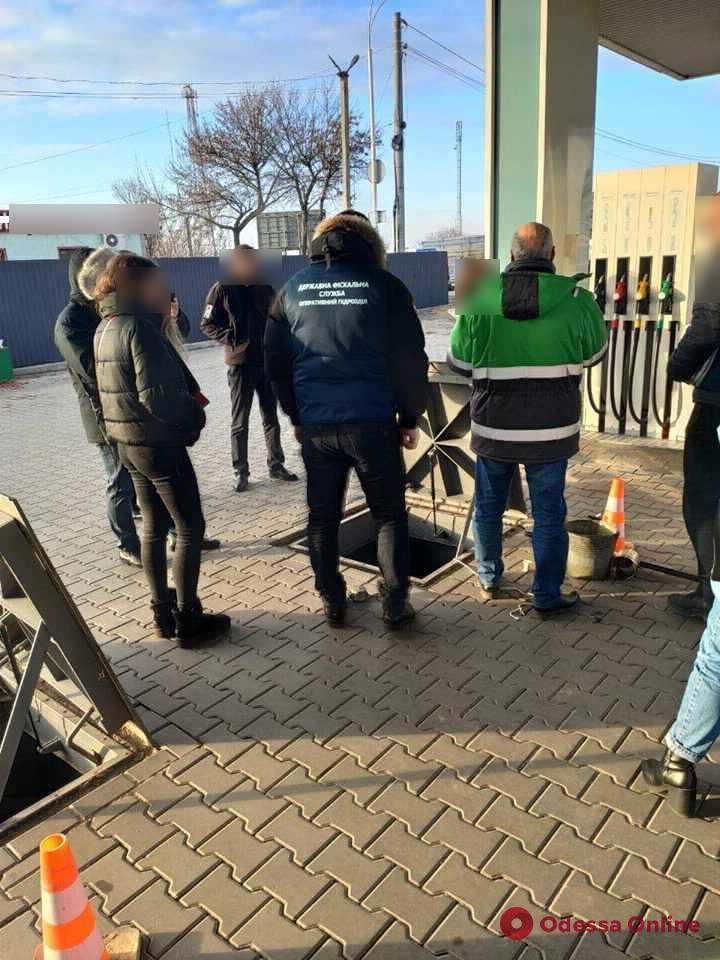 В Одесской области закрывают нелегальные автозаправки. (фото)