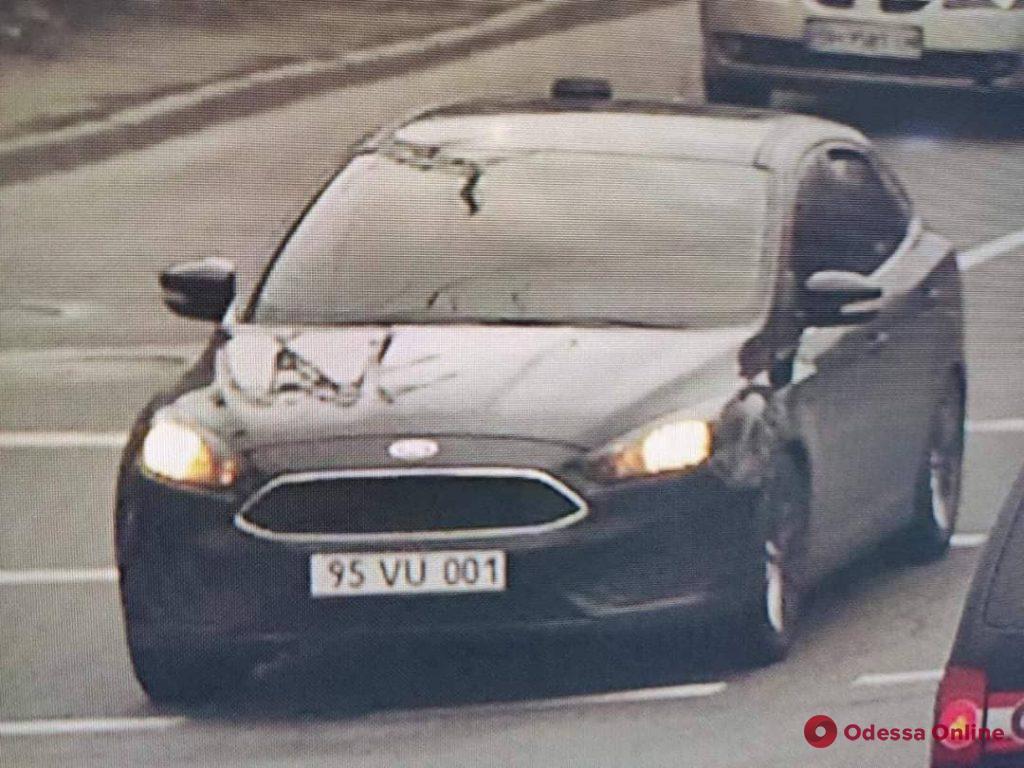 Появилось видео того, как автомобиль сбил ограждение на Греческой площади (видео)