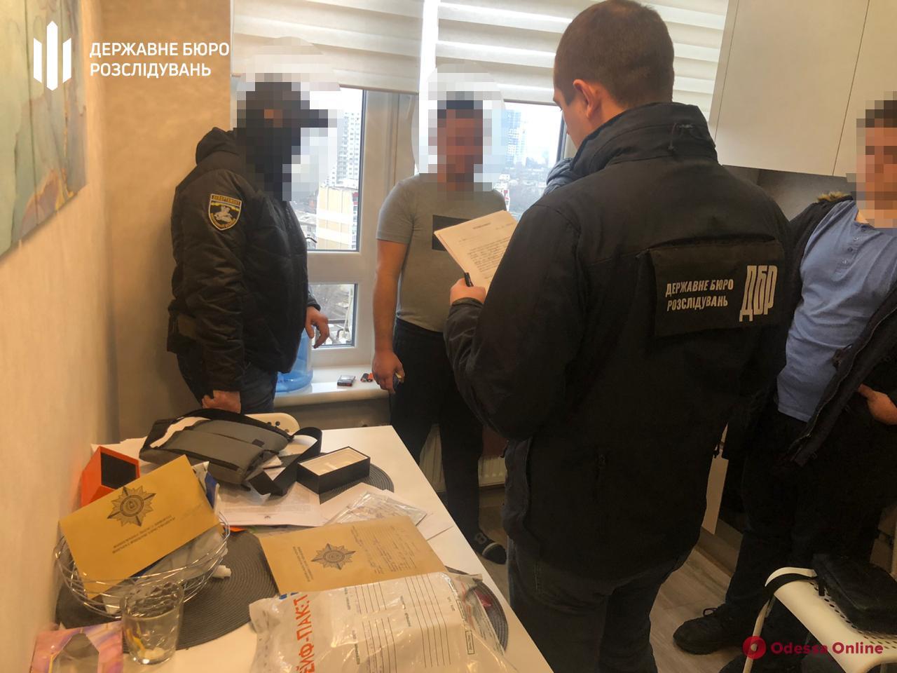 Помогали мошеннику из Польши: двое одесских полицейских имитировали задержание (обновлено)