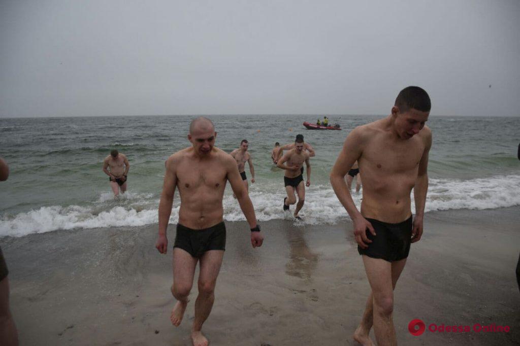 На Ланжероне продолжаются крещенские купания (фоторепортаж)