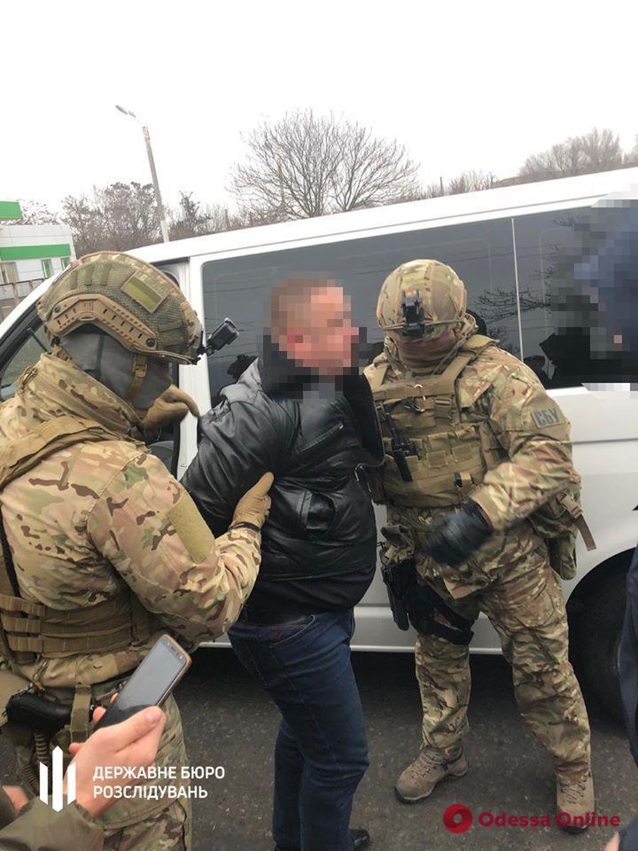 В Одессе на взятке попался специалист миграционной службы (фото)
