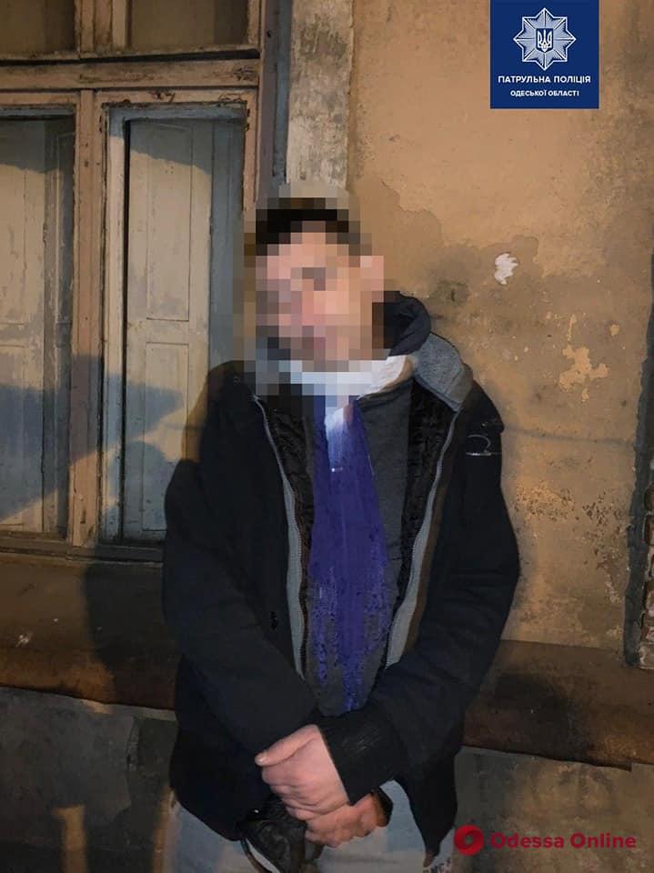 На Молдаванке патрульные на горячем поймали вора