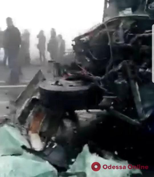 На трассе Одесса-Киев столкнулись несколько автомобилей и автобус (видео)