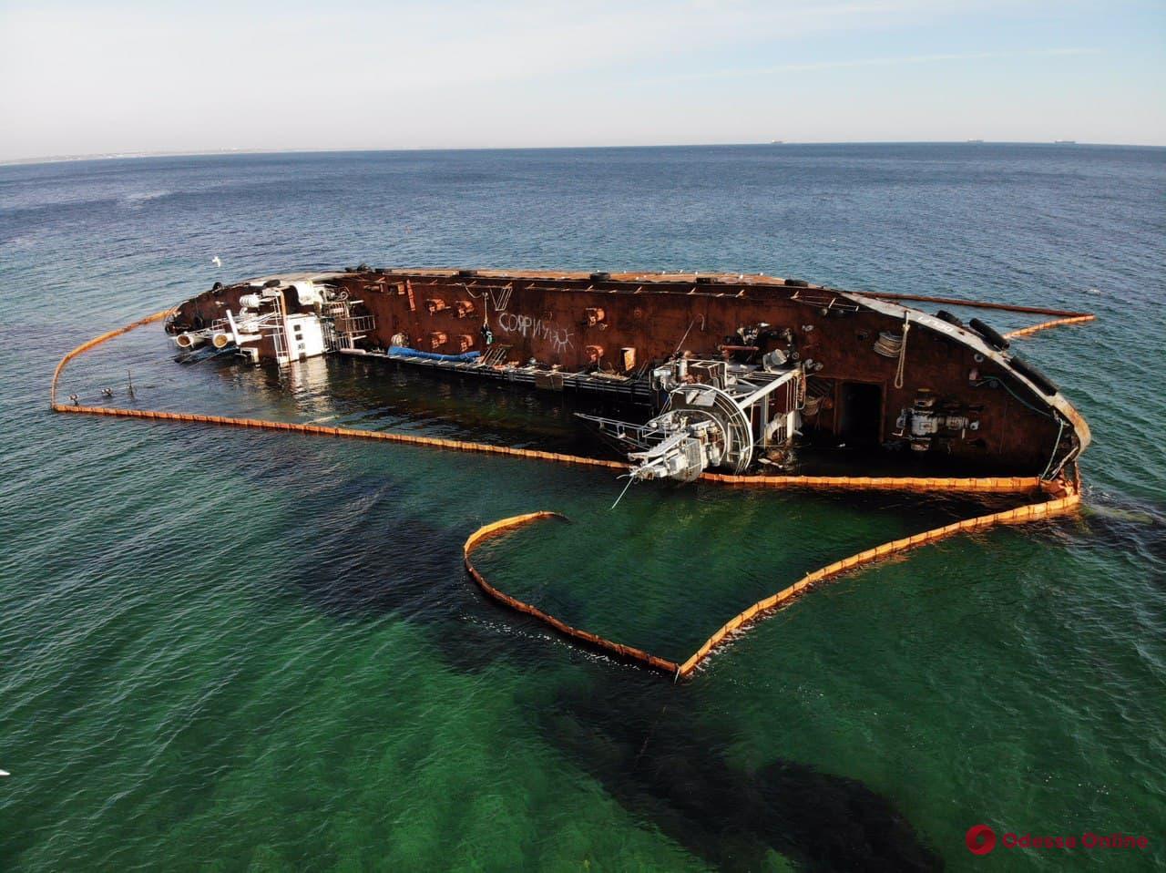 Администрация морпортов требует передать ей право на подъем затонувшего танкера Delfi