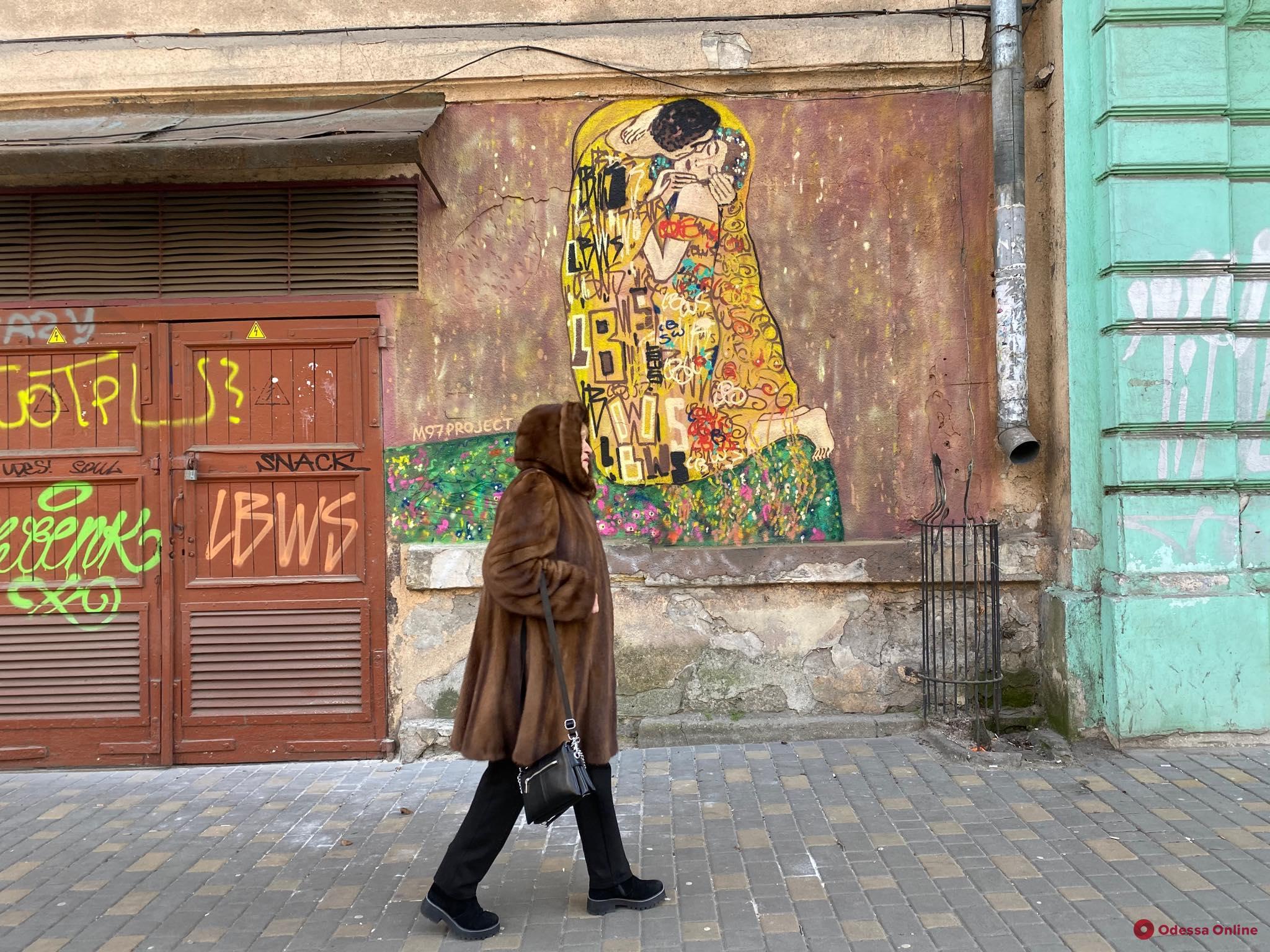 «Поцелуй» Климта украсил одесскую улицу