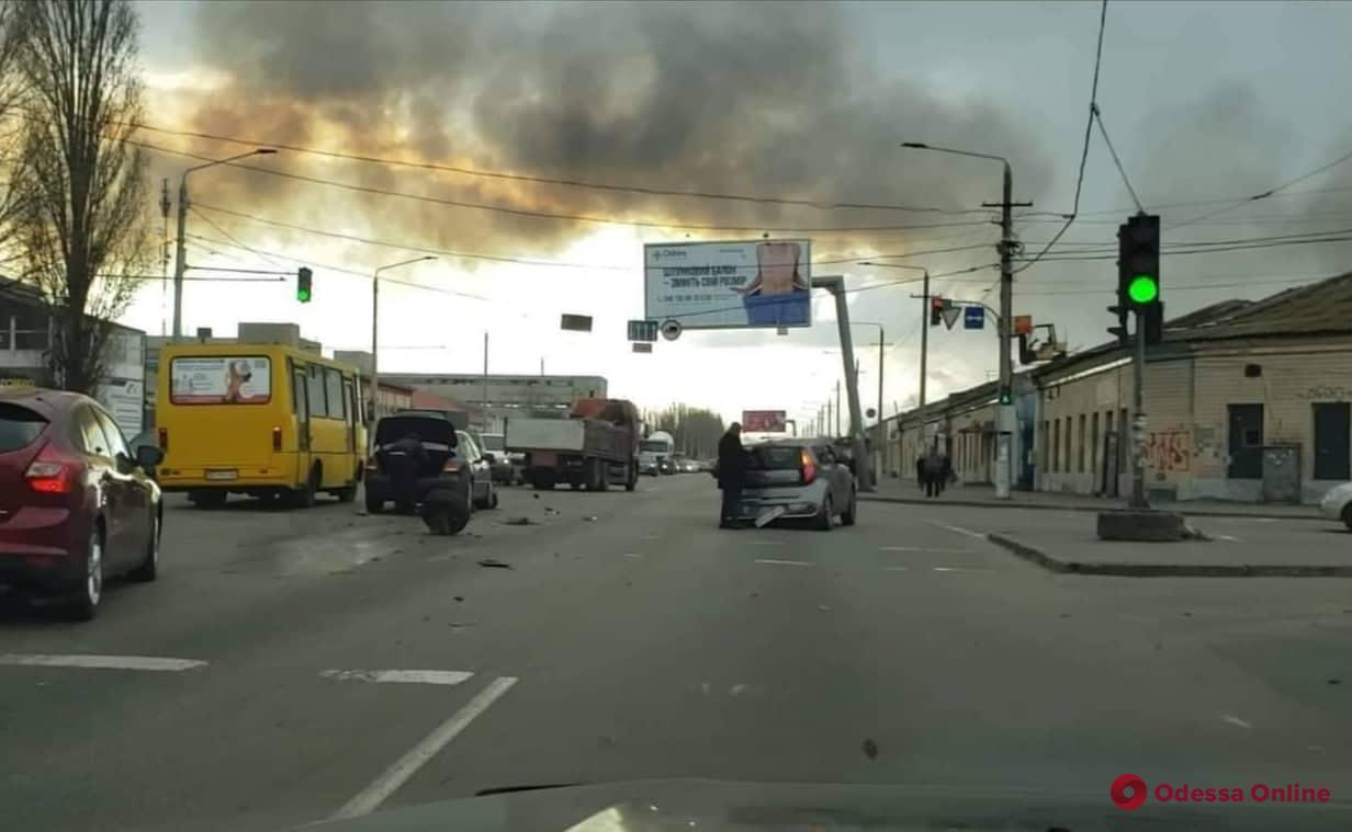 На Николаевской дороге столкнулись Kia и Toyota