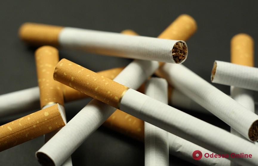 Одессит разбил витрину киоска и украл сигареты