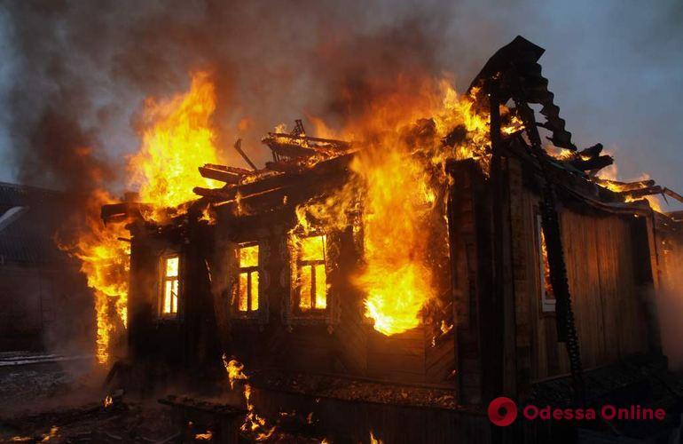 Под Одессой всю ночь тушили крупный пожар