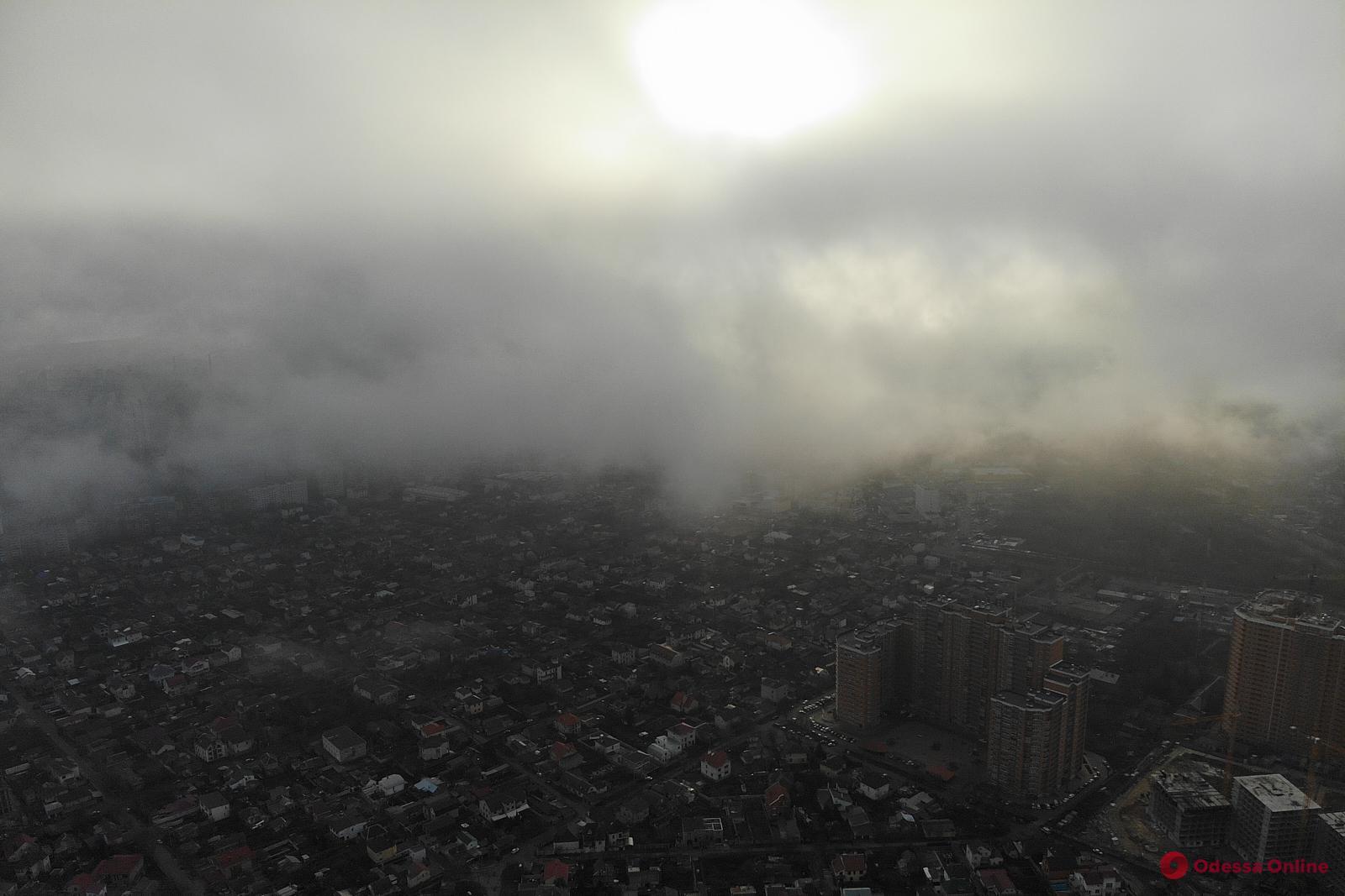 Сквозь облака: полет над туманной Одессой (фото, видео)