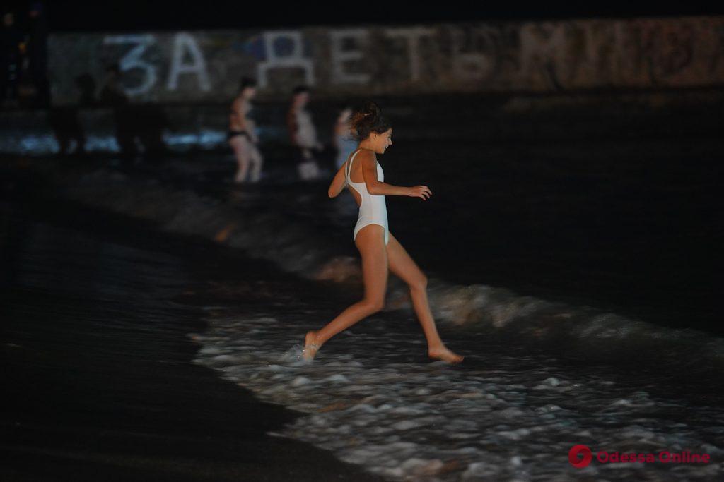 Ночные крещенские купания в Одессе (фоторепортаж)