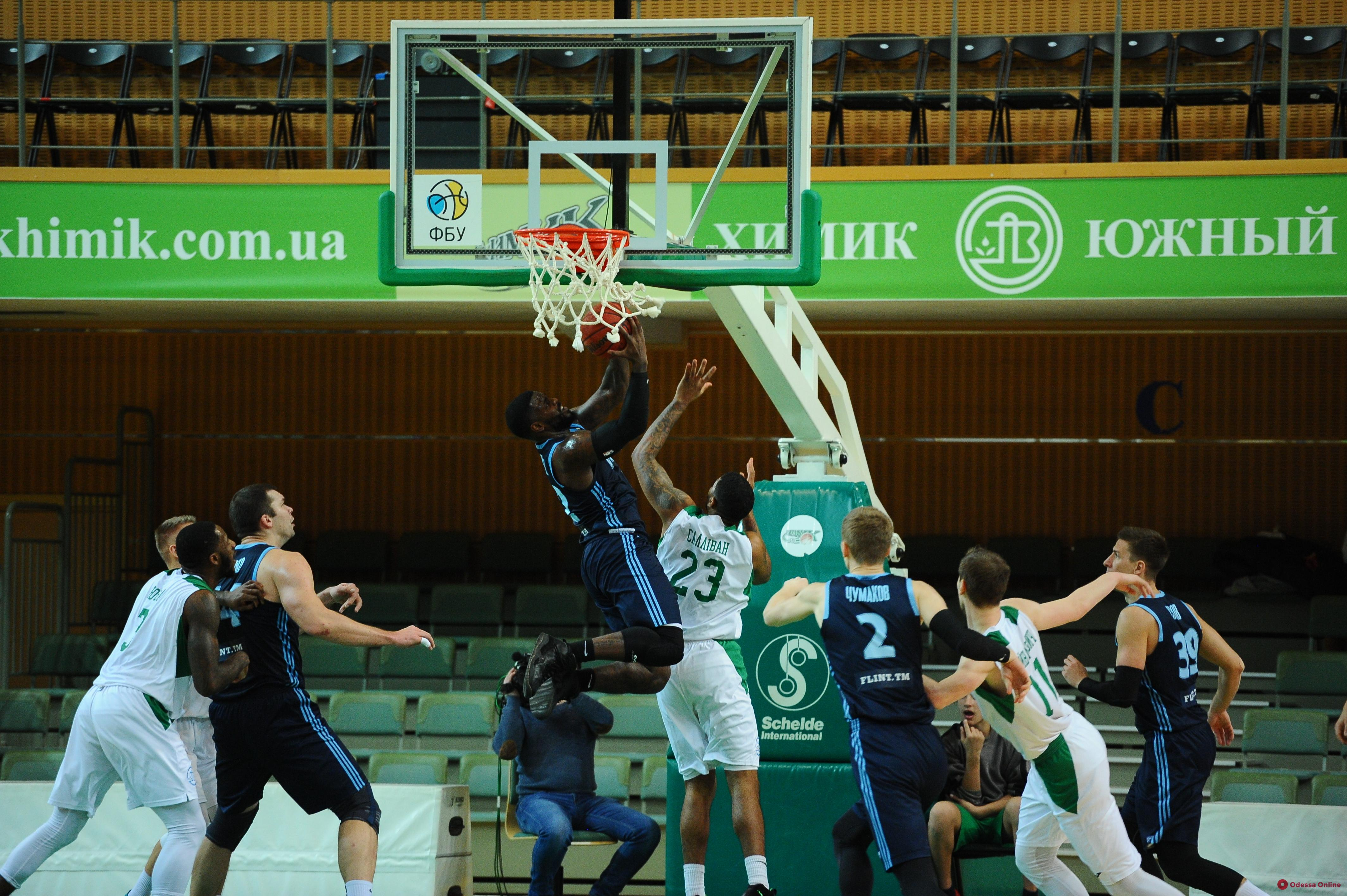 Баскетбол: «Химик» набрал 101 очко в домашнем матче с лидером Суперлиги