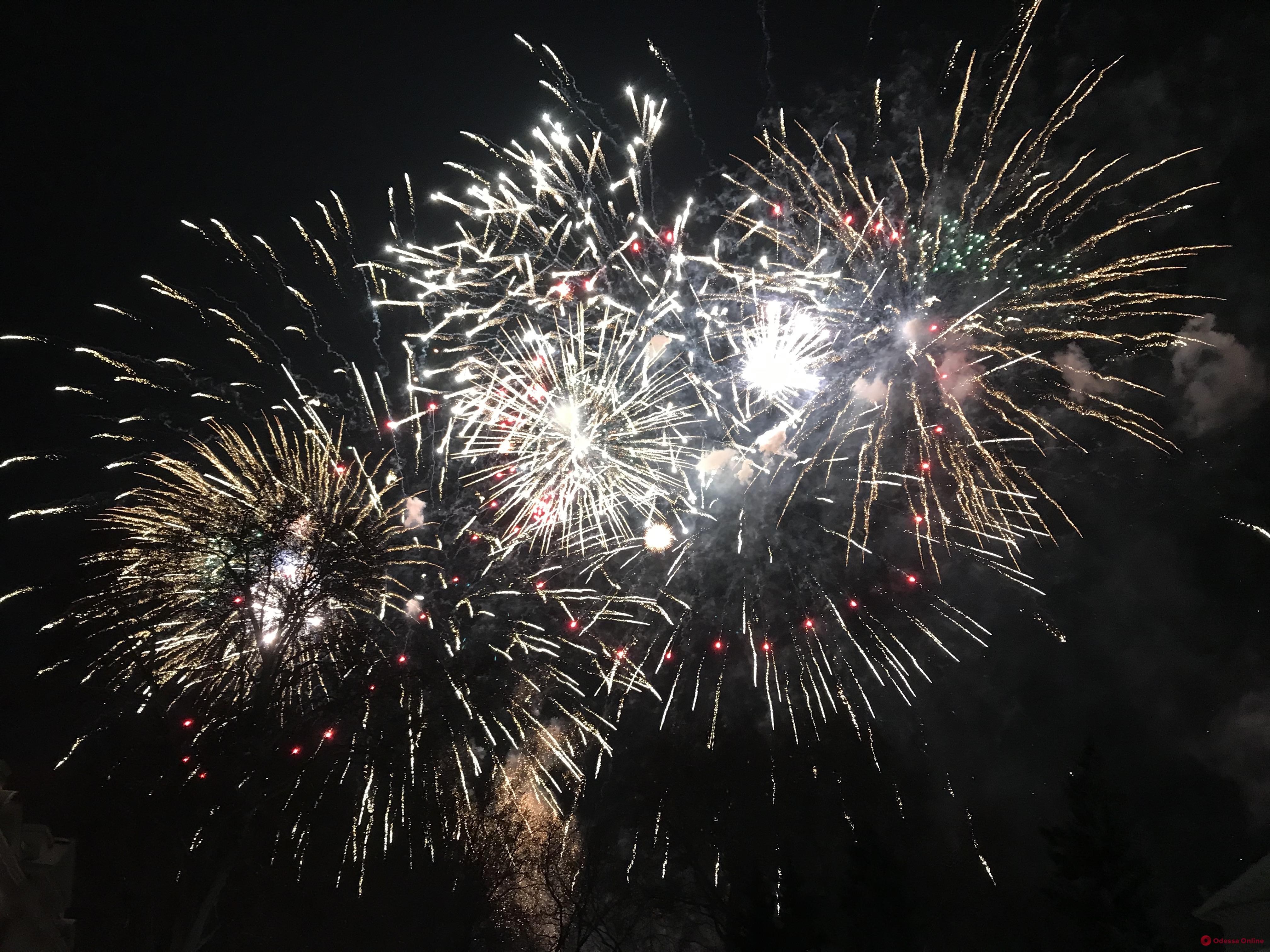 Новый год-2020: праздничный фейерверк в Одессе (фото, видео)