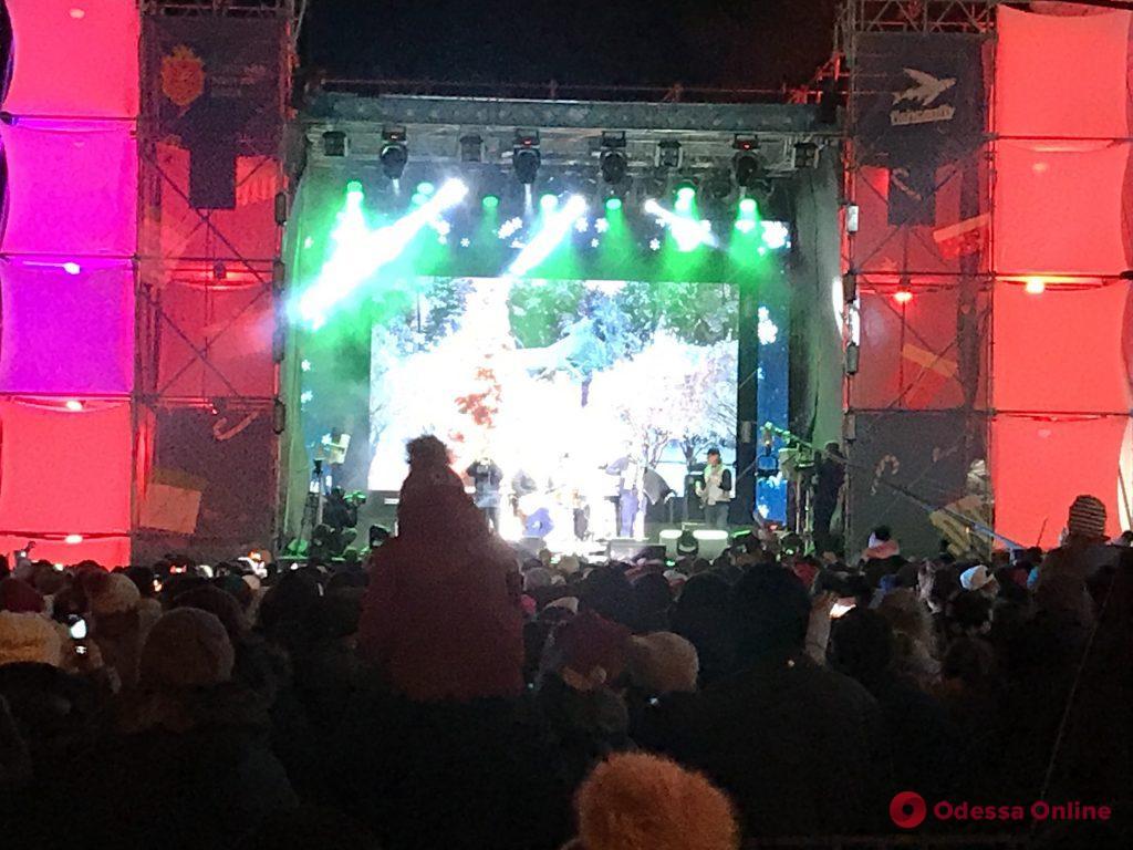 На новогоднем концерте в Одессе выступили «НеАнгелы» и «Леприконсы»