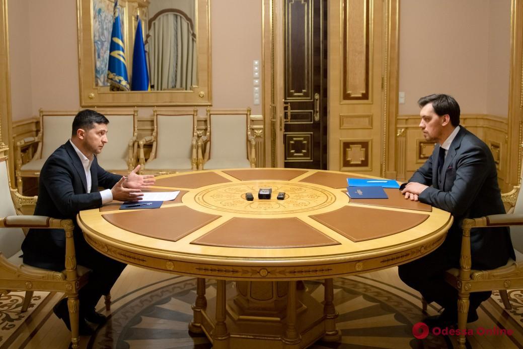 Президент не принял отставку премьер-министра Гончарука