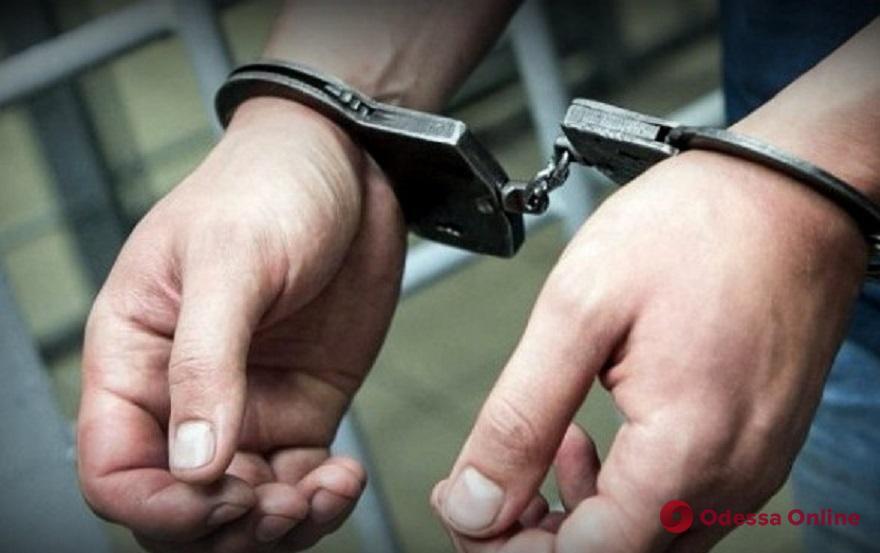 Суд арестовал двух одесских полицейских-мошенников и их сообщника