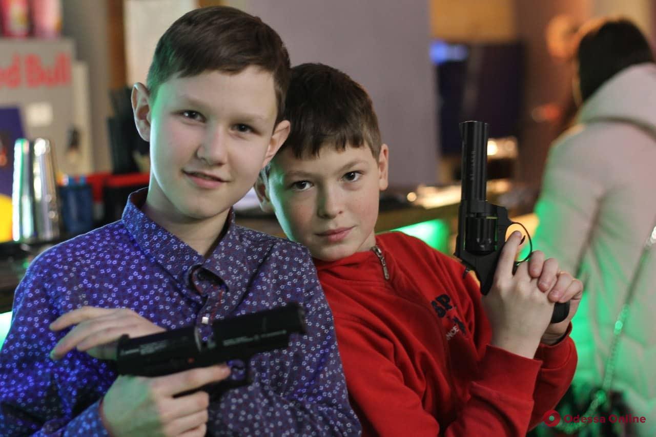 Одесские школьники устроили «перестрелку» в Красном переулке (фото)