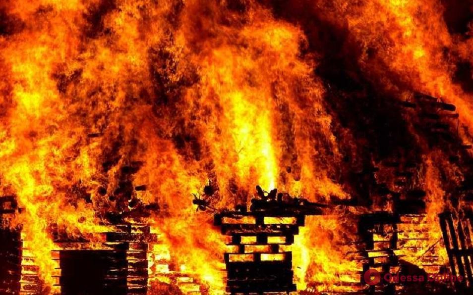 В Одессе во время пожара спасли двух человек