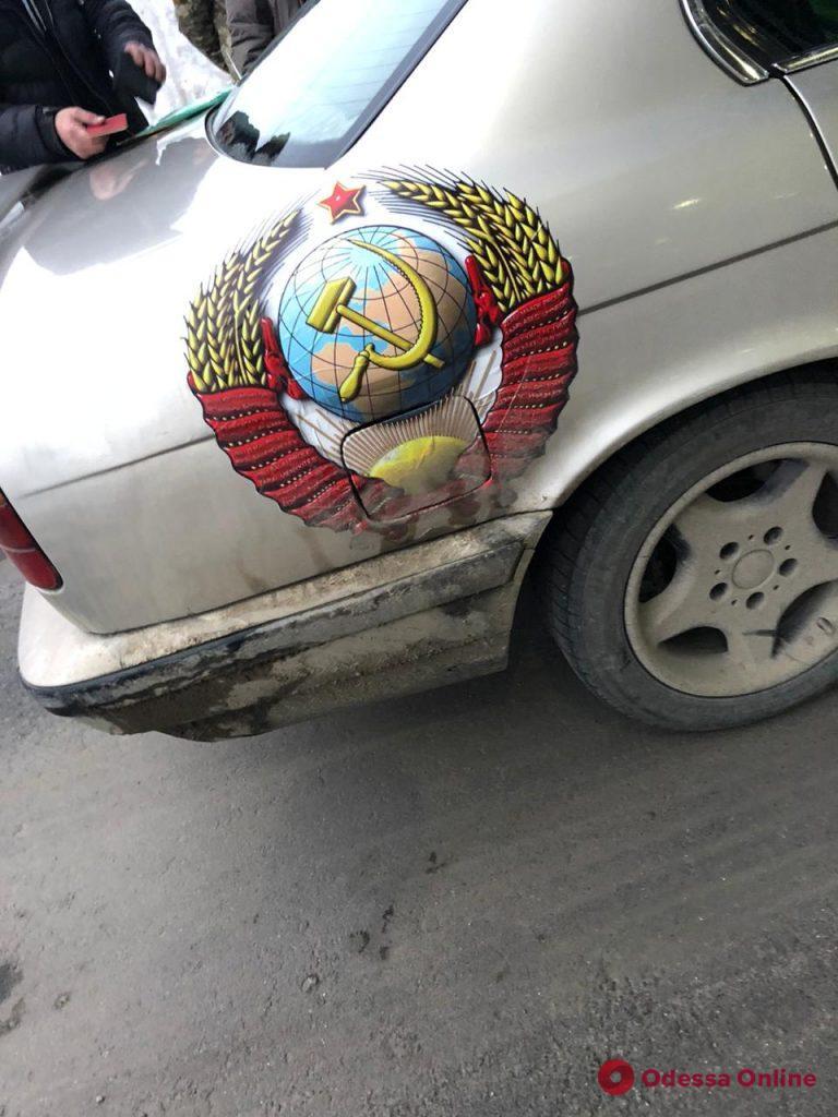 Молдаванин хотел попасть в Одесскую область на BMW с номерами и символикой СССР