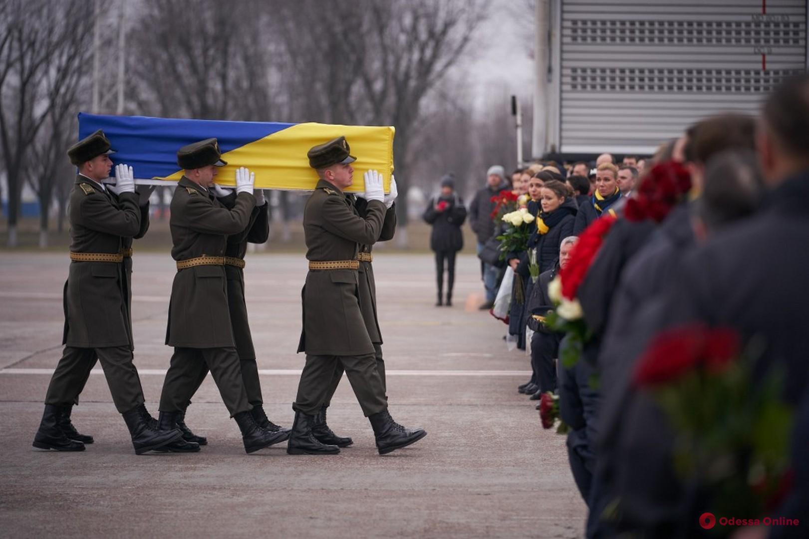 В аэропорт «Борисполь» прибыл самолет с телами погибших в авиакатастрофе в Иране украинцев